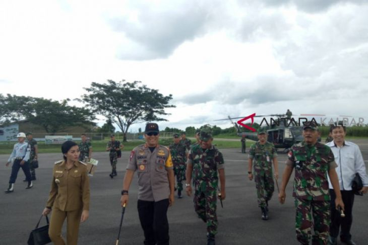 Pangdam Tanjungpura - Kapolda Kalbar tinjau kamtibmas Ngabang
