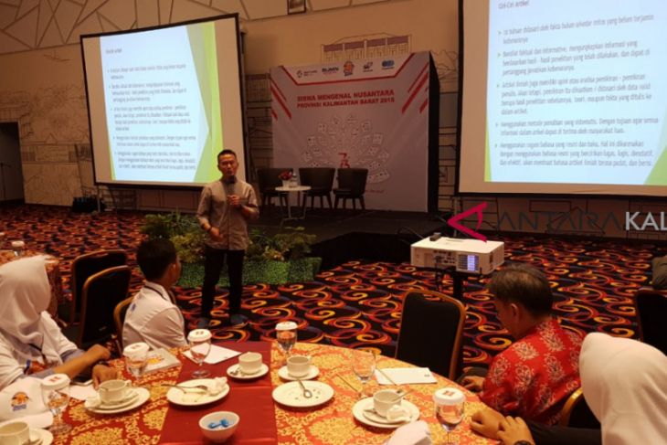 BUMN hadir - Siswa Mengenal Nusantara diperkenalkan menulis berita