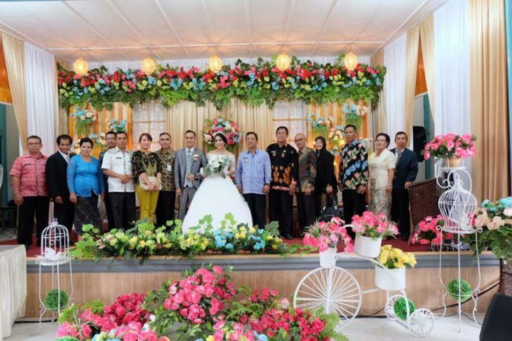 Bupati Sekadau ajak ratusan staf ke resepsi pernikahan