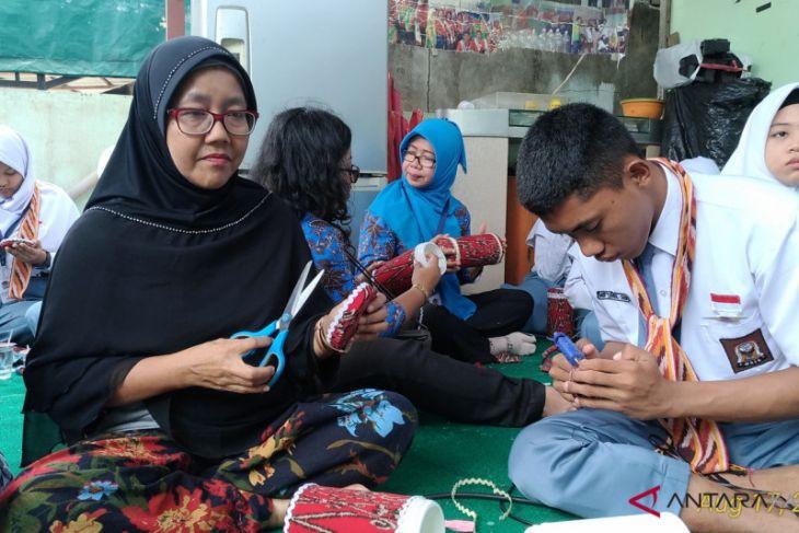 BUMN Hadir - Peserta SMN berkunjung ke Bank Sampah Rosella