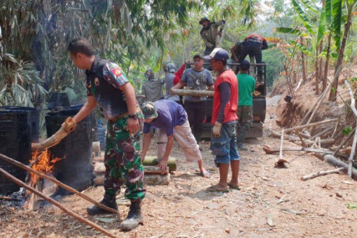 Pengaspalan jalan penghubung Desa Durenomo dimulai