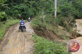 Warga di Kecamatan BAT tuntut perbaikan jalan