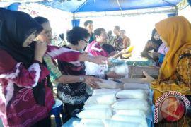Satu ton gula terjual di pasar murah