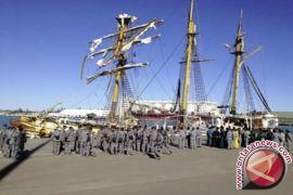 Banjarmasin Kedatangan Dua Kapal Perang Khusus Evakuasi