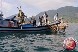 Kotabaru fishermen receive 221 LPG-fueled boat engines