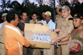 Bupati Kotabaru bagikan Sembako kepada korban banjir