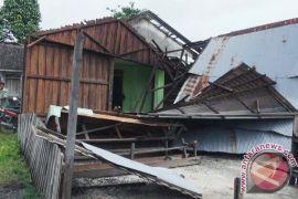 Tornado Damages 10 Houses and a Footbridge