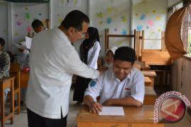 Pemkab HSS Berikan Bonus Siswa Terbaik UN