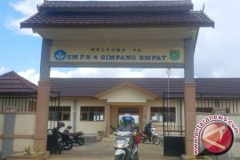 SMPN 4 Simpang Empat Develops Creative Economy