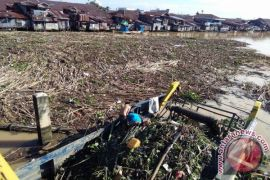 Banjarmasin needs precise step to deal with river rubbish