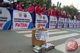 Atlet Kotabaru Turun Ke Jalan Galang Dana