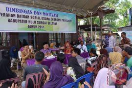 Warga Tidak Mampu Dapat Bantuan Sosial