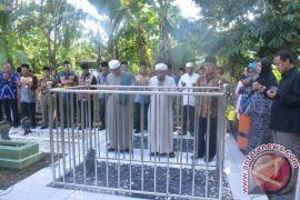 Bupati HSS Ziarahi Makam Pendiri Kabupaten