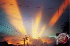 Sky Phenomenon Throws HST Society