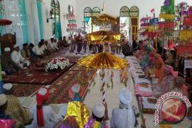 Tradisi Khataman Massal Al-qur'an Meriahkan Maulid Nabi
