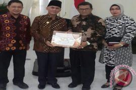 ULM Terima Anugerah KIP Di Istana Negara