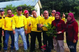 Seven schools in Tabalong win provincial adiwiyata