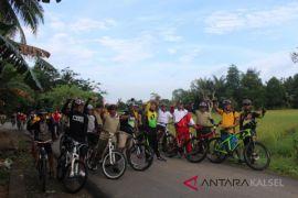 Tingkatkan Solidaritas, TNI-POLRI Gowes Bersama Masyarakat
