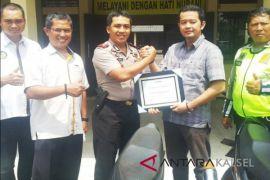 Polsekta Banjarmasin Tengah Terima Penghargaan Dari Adira Finance