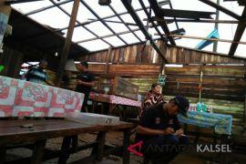 Puting Beliung Hantam Rumah Warga Pandan Sari