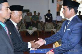 Dua Anggota DPRD PAW HSS Diambil Sumpah