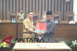 Bupati Tanbu Sampaikan Raperda Inisiatif DPRD