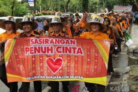 Parade Banjarmasin Sasirangan Festival Diikuti Ribuan Peserta