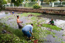 Pemkot Bersihkan Sungai Penyebab Banjir Jalan Protokol