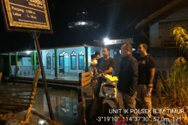 Kapolsek Perintahkan Anggota Berjaga Atur Lalu Lintas Di Jembatan