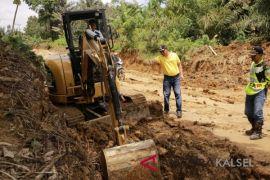 Bupati Tinjau Pembangunan Jalan Sungai Durian-Pamukan Barat