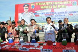 Banjarmasin police seize 23 packages sabu-sabu