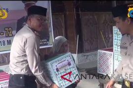 Polsek Tapin Selatan Berikan Sembako Kepada 200 Warga