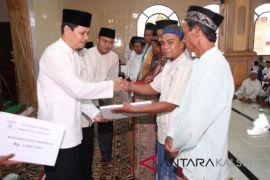 Tanah Laut Salurkan Dana Hibah Masjid Kecamatan Panyipatan
