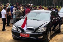 Mobil RI 1 di Kebun Sawit