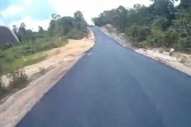 Gubernur minta perbaikan jalan dituntaskan jelang lebaran
