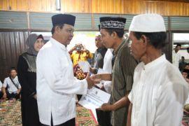 Gubernur Kalsel borong beras petani 8.000 liter