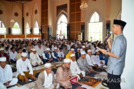 Bupati-Wabup Batola Shalat Ied di Mesjid Al-Anwar
