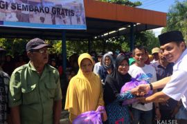 Pelindo Batulicin distributed 4,000 packages of foodstuffs