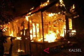 Warga geger satu rumah terbakar saar taraweh
