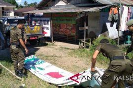 Banwaslu HSS tertibkan alat peraga kampanye  Paslon