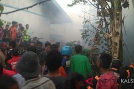 Kebakaran hanguskan delapan rumah di Belitung