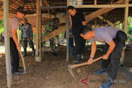 Polsek Pengaron kerahkan personel dukung TMMD Kodim Martapura