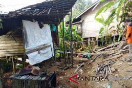 Video - Rumah Warga Kusambi Rusak Parah Akibat Amblasan Tanah
