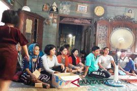 VIdeo - Bidan dan Perawat PTT desa terpencil belum digaji
