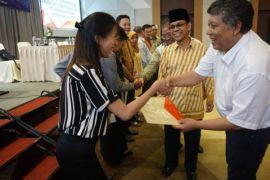Sesditjen SDID serahkan SK Jafung Dosen binaan Kopertis XI