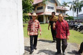 Prof Idiannor melakukan kunjung pantau di PTS Kalbar