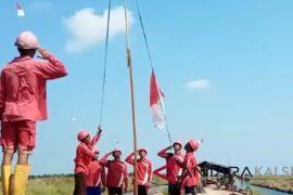 Peringati HUT RI relawan pemadam Daha kibarkan bendera
