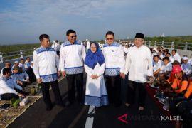 Ultah Hasnur Group buat pengobatan gratis dan bersihkan tempat ibadah