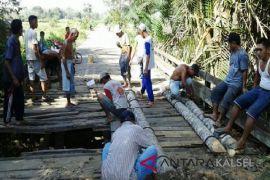 Tiga jembatan Desa Karuh akan segera diperbaiki