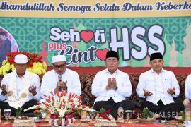 Ribuan warga HSS hadiri makan nasi bungkus syukuran pelantikan